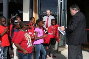 Dean Robert Olin talks with middle and elementary kids at the Paul Jones Gallery.