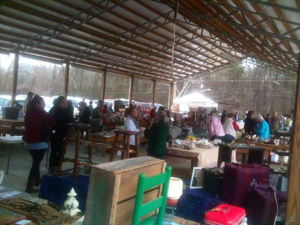 5th Street Vintage Market in March 2015 features local artists and craftspeople.