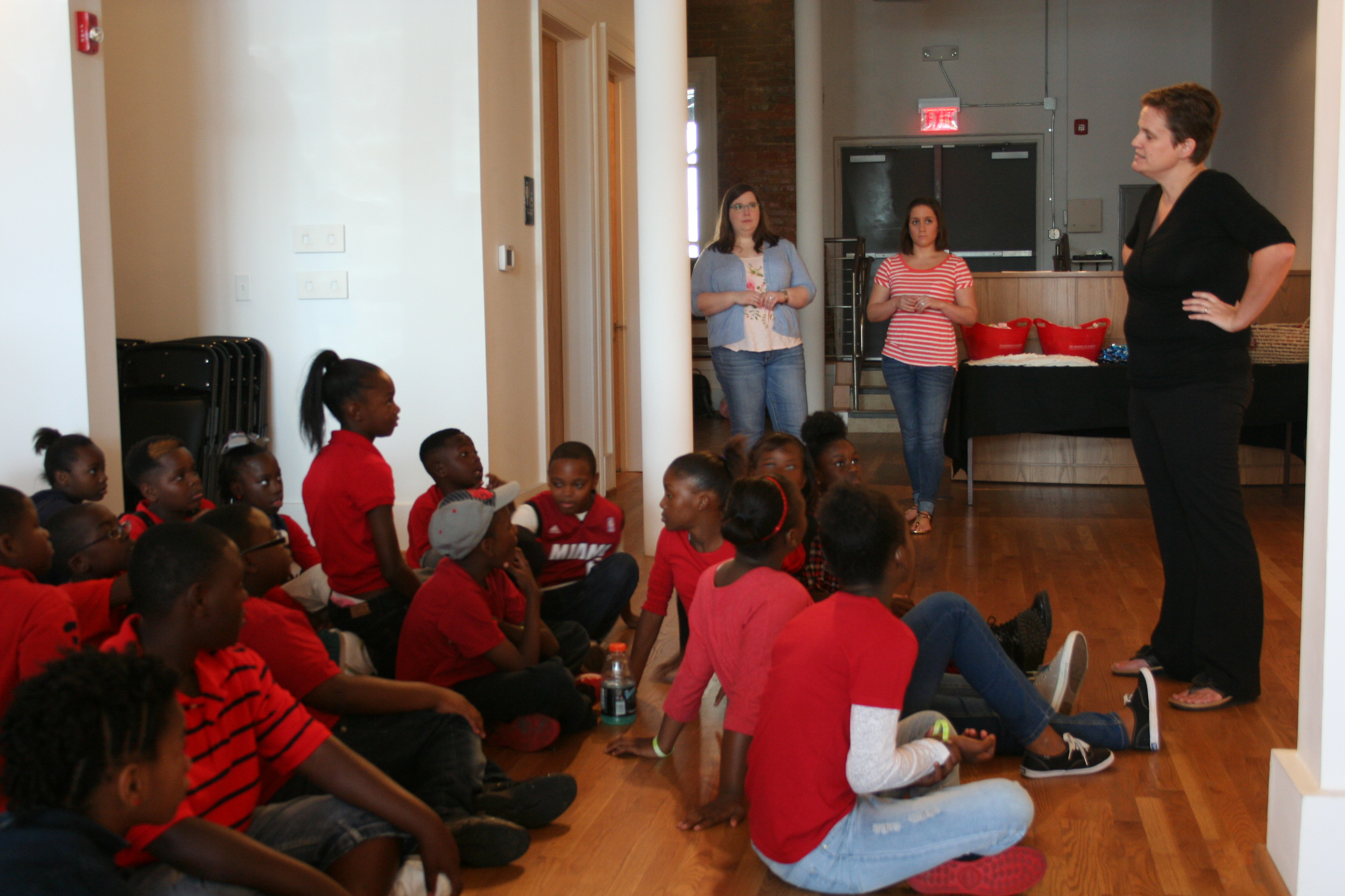 Dr. Lucy Curzon discusses artworks with middle and elementary kids at the Paul Jones Gallery.