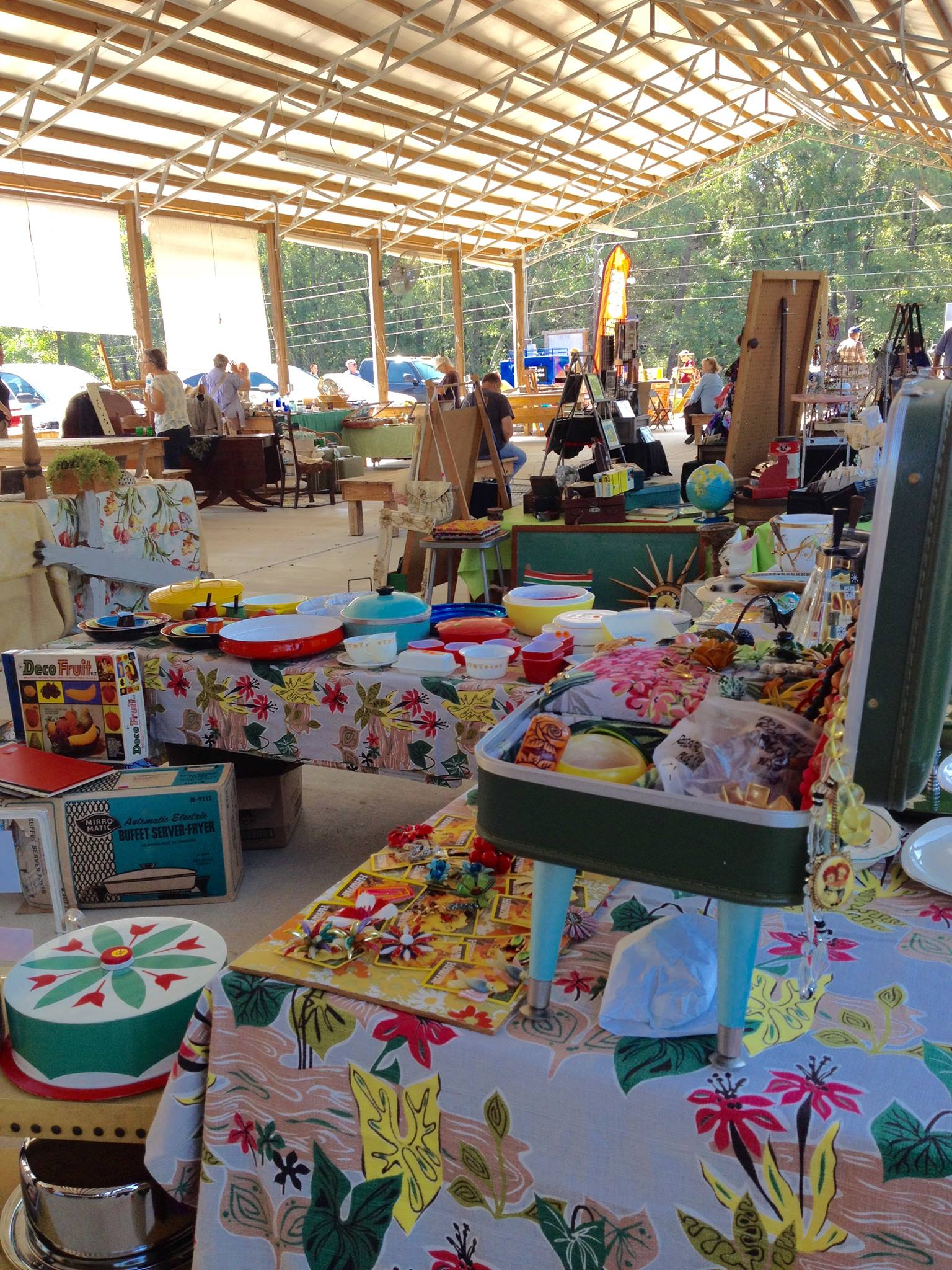 5th St Vintage Market in Northport - art and handmade crafts