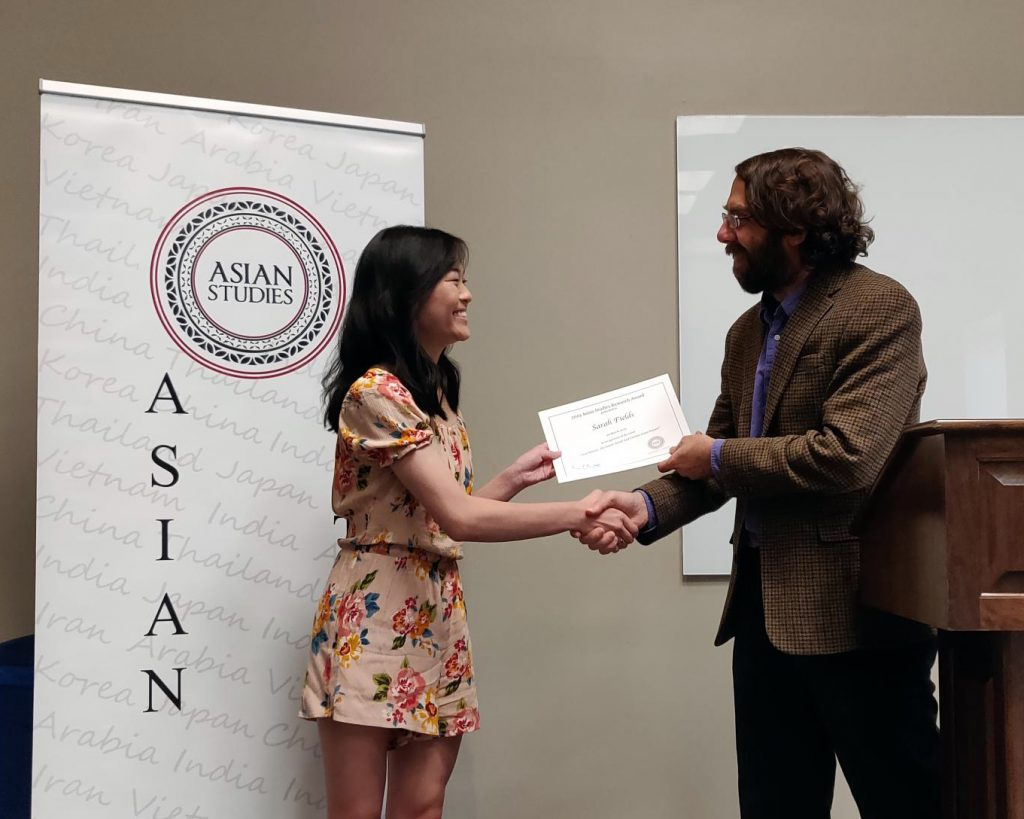 Dr. Steven Ramey presents the 2019 Asian Studies Essay Award to art major Sarah Fields.